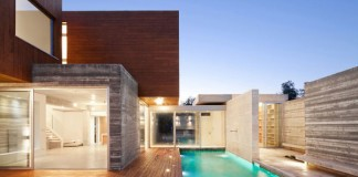 The George Michael Residence was designed by Vardastudio Architects in 2013.