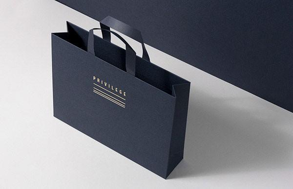 Bag with logo print.