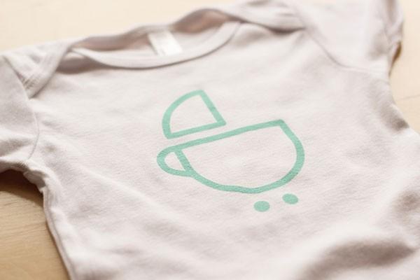 Children's wear with logo frontprint.