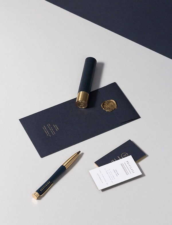 The corporate identity conveys a luxurious touch.