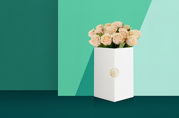 Art direction, branding, and graphic design by Daria Po for Вклумбе, a flower delivery service in St. Petersburg, Russia.