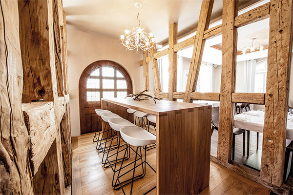 A rustic and elegant restaurant interior conveys a unique charm.