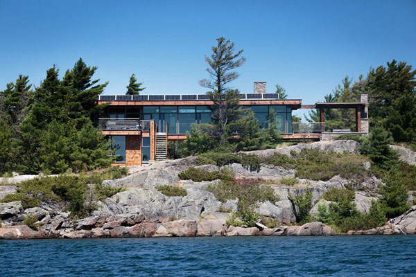 Charles Gane, the founder of CORE Architects has designed this house as a holiday home for his family.