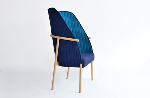 When the chair's back cocoon is in upright position, the user feels like sitting in a private space.
