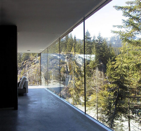 The house lets you enjoy breathtaking views of the landscape.