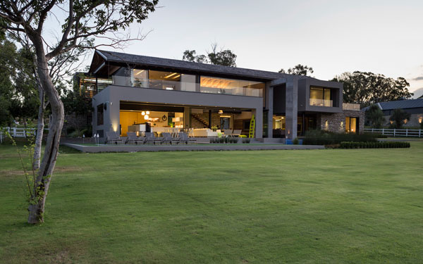 Blair Atholl house by Werner van der Meulen of Nico van der Meulen Architects.