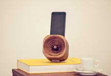 The wooden Trobla speaker is space-saving and well designed.