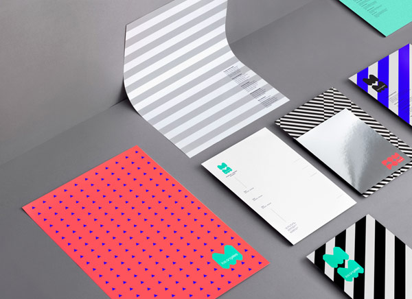 The colorful stationery set.