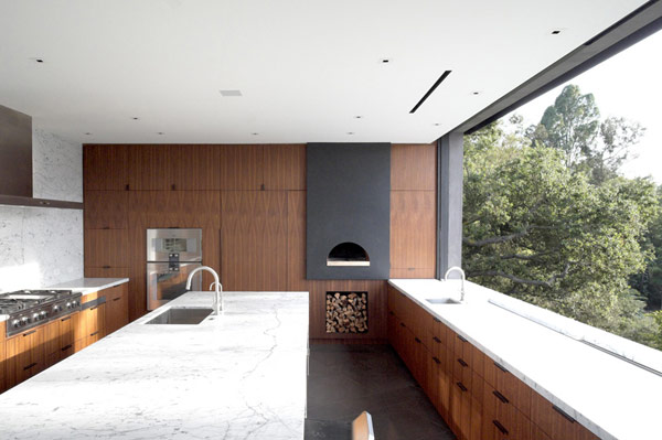 Clean kitchen design with an open view over the canyon.