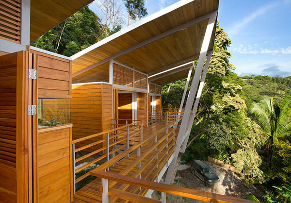 Due to the slope and the open construction, the house provides great views.