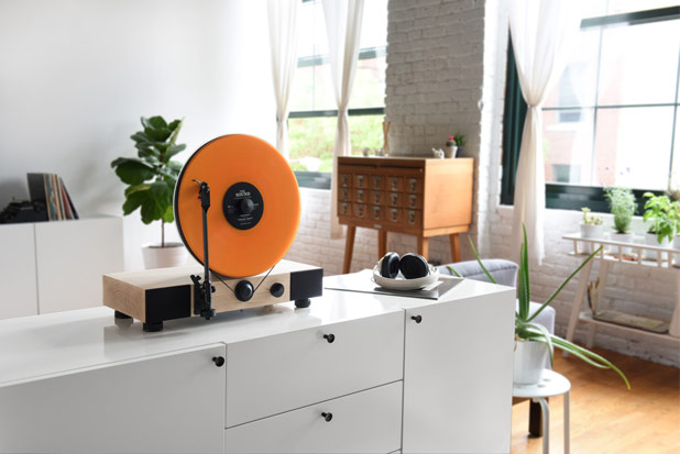 Floating Record – Vertical Turntable by Gramovox