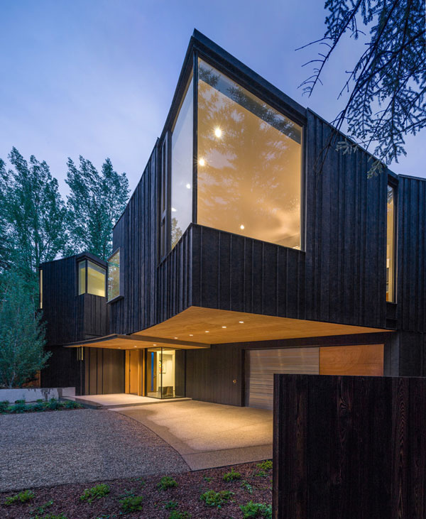 The Blackbird house was designed by Will Bruder Architects.