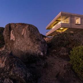 Mirador House – Cliff Residence by Gubbins Arquitectos