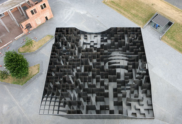 Bird's-eye view of the ground plan designed by the architects and artists of studio Gijs.
