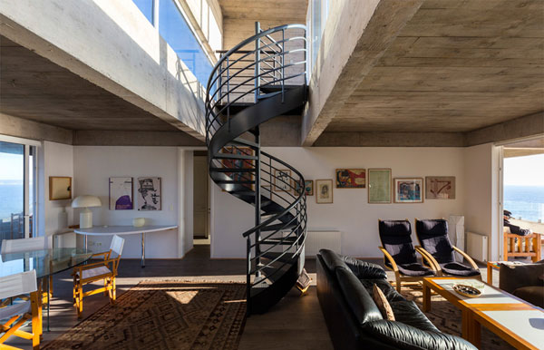 A steel spiral staircase inside the house connects the lower level with the upper level.