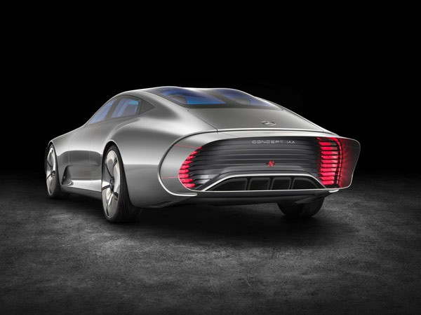 The striking car can extend its rear to be more aerodynamic at higher speed.