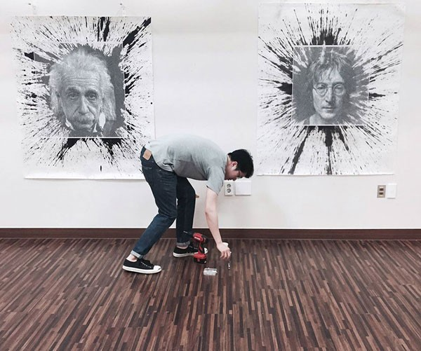 The artist in front of his work.