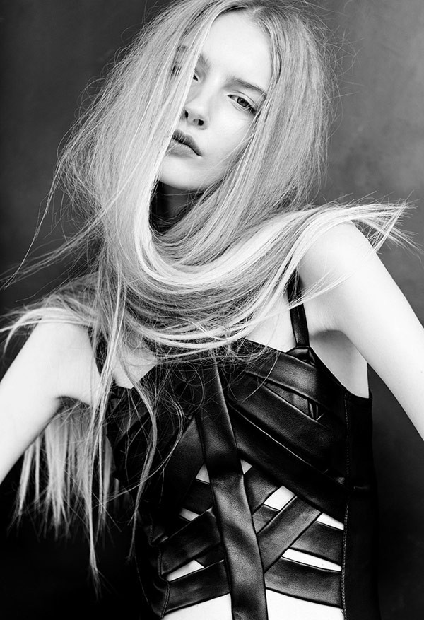 Irina – beauty and fashion photography in black and white.