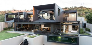 The Kloof Road House was designed by Nico van der Meulen Architects.