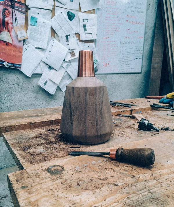 Work in progress – the Nutshell suspension lamp is completely crafted by hand.