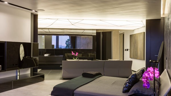 The master bedroom of the Kloof Road House by Nico van der Meulen Architects.