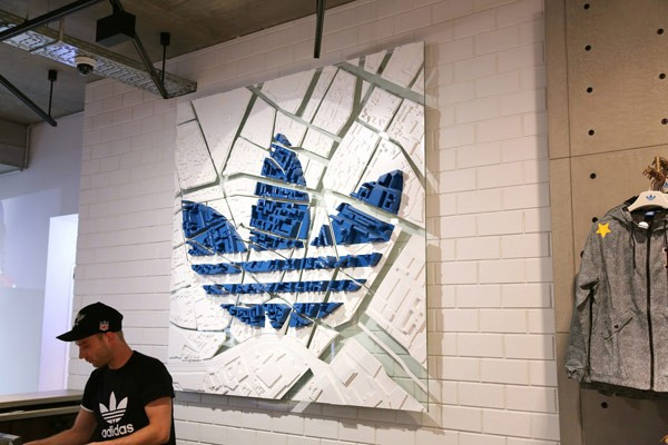 code promo 5a918 08731 Adidas Originals Store Branding