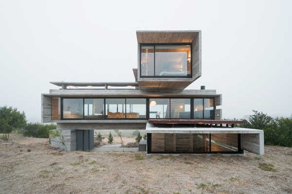 front view of the argentinian concrete house by architect luciano kruk - Concrete House