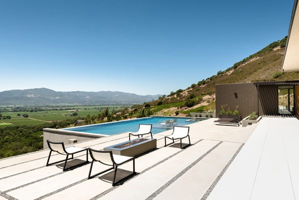 The generously designed terrace with pool is overlooking the valley.