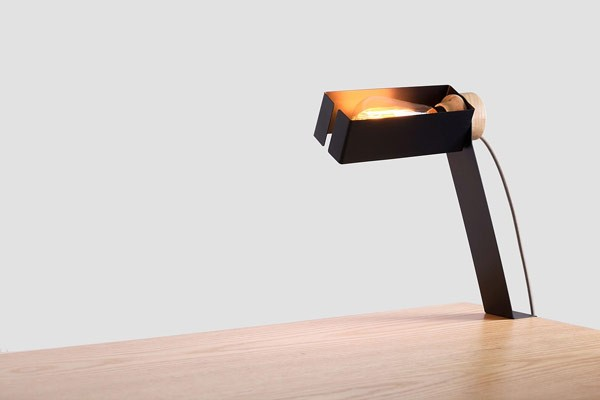 Also a table lamp can be attached.
