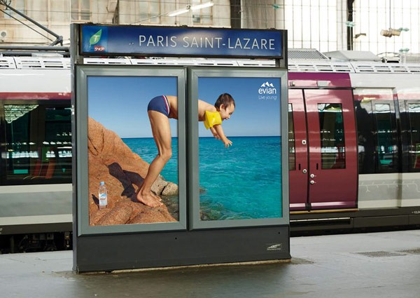 The Evian ad campaign had a specific mediaplan, it was only displayed on 2 billboards side by side.