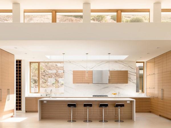 Modern and clean kitchen design.