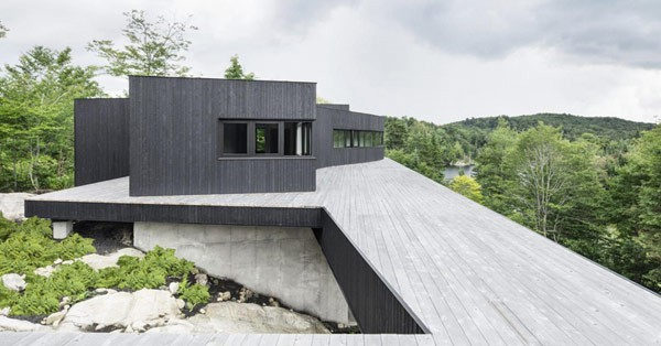 This modern home in Quebec's rural environment has been designed by architect Alain Carle.