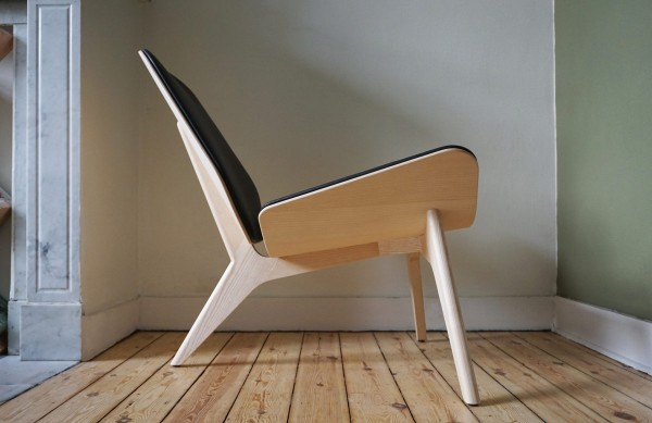 The side view of the MAMBA lounge chair shows the reclined seat angle.