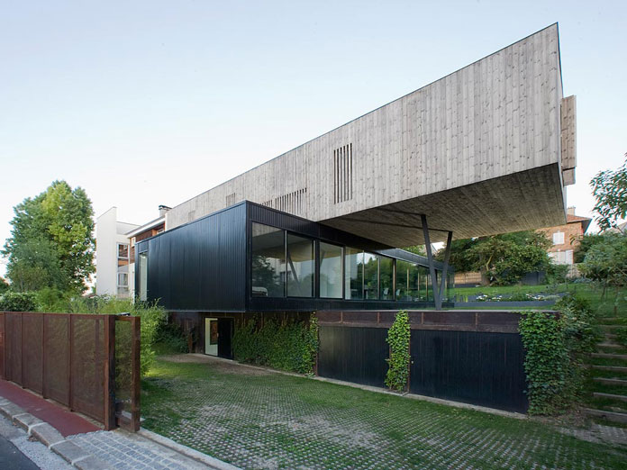 Family house in s vres france for R house design