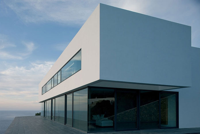 The modern dream house has been designed in 2002 by Belgian architecture firm AABE.