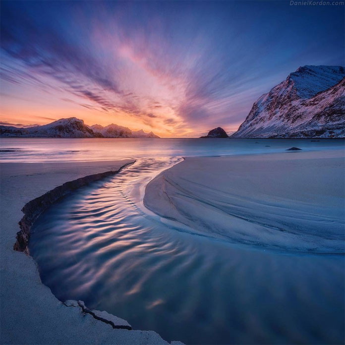 Haukland beach river bend captured by landscape photographer Daniel Kordan.