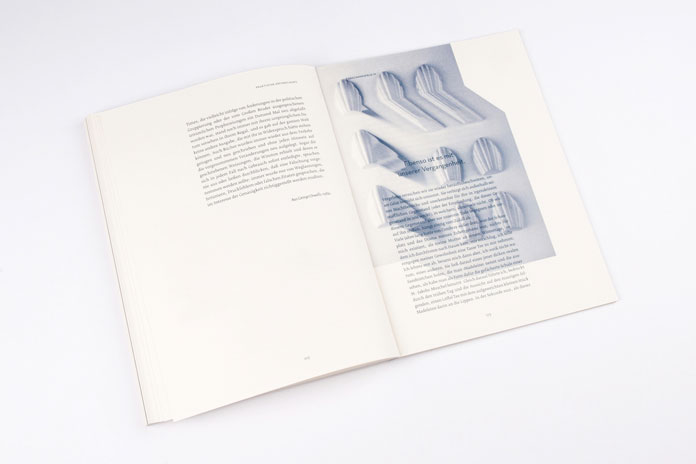 The book is a photographic, typographic and infographic reflection on the visuality of oblivion.