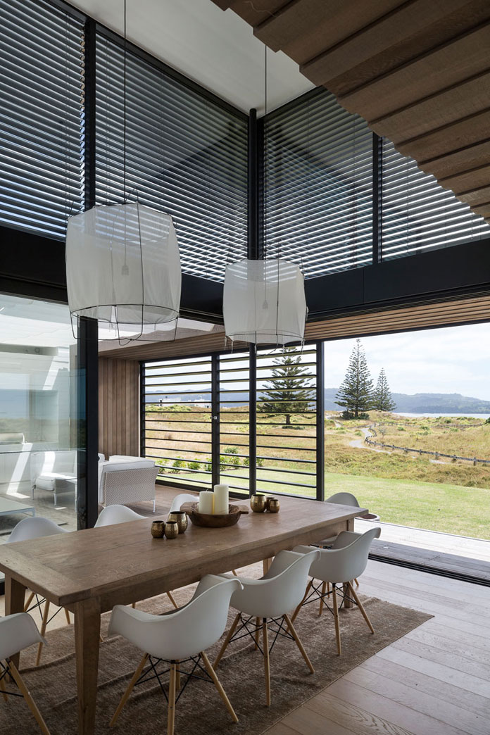 Home in omaha new zealand by julian guthrie for Guthrie dining