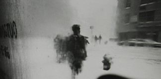 Black and white photography by Saul Leiter - Photo from 1960.