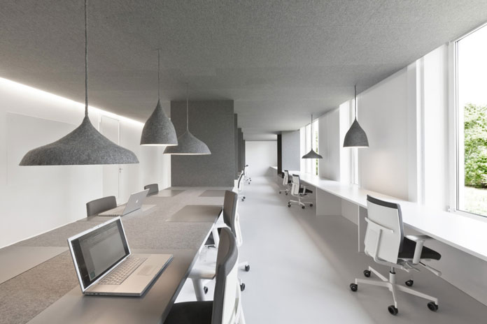 This interior design solution is based on pure minimalism in a bright and open work environment.