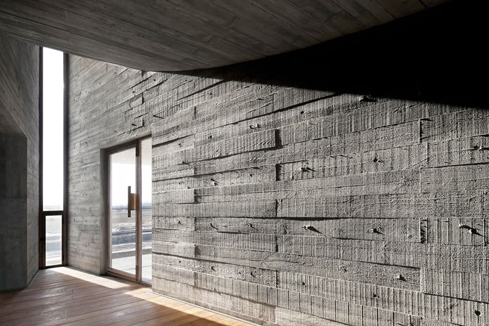 Most of the walls offer a rough and structured surface.