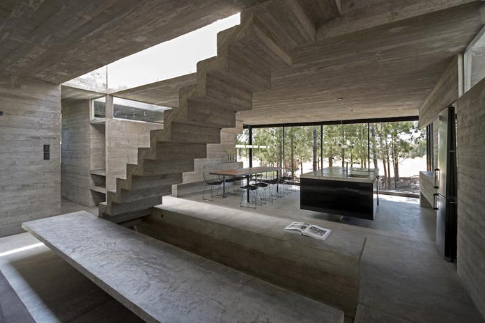 Also the interior spaces are marked by rough concrete.