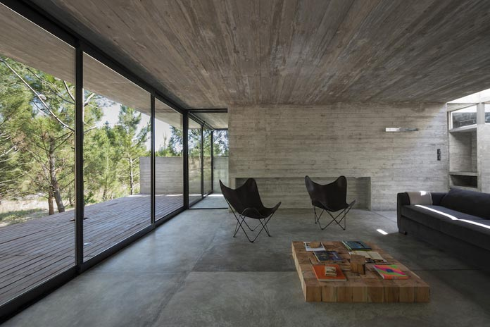 Modern concrete house in a forest for Casa minimalista 80m2