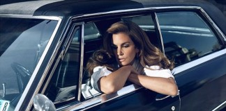 Violette Grey, shooting with Cindy Crawford.