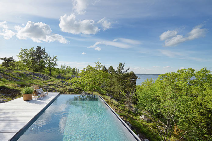 A terrace with infinity pool is overlooking the breathtaking landscape of the Stockholm Archipelago.