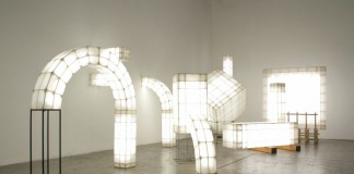 Several lightings based on architectural elements such as arcs, columns, trusses and plates.