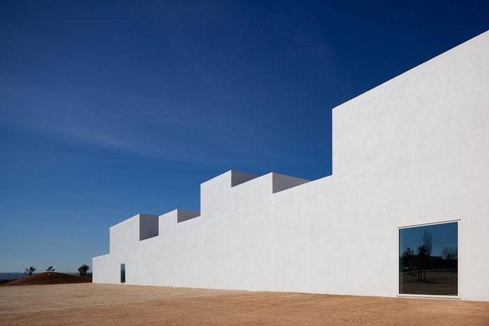 The school is located in Vila Nova da Barquinha, Portugal.