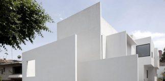 Casa AR by Mexican architect Lucio Muniain.