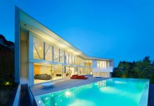 House in Vancouver, Canada with deck and swimming pool.