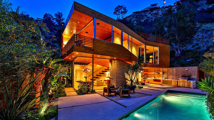 Hollywood Hills home by SPACE International.